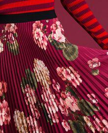 Maxirock aus plissiertem Twill mit Blumen Print Rote-Bete-Rot Geranie Frau 192TP2609-04