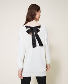 """Maglia in misto lana con fiocco Bicolor Bianco """"Neve"""" / Nero Donna 202TT3172-04"""