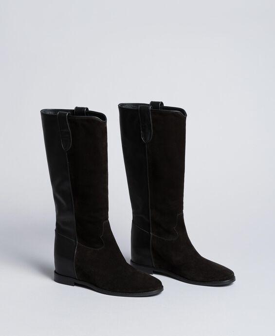 Stiefel aus Leder und Spaltleder mit Keilabsatz
