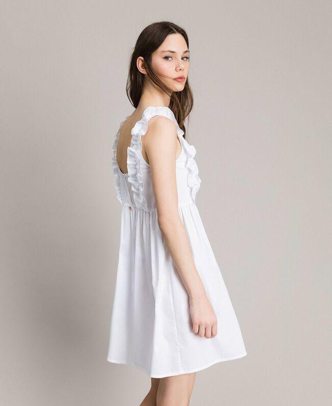 Popeline-Kleid mit Rüschen und Brosche Weiß Frau 191MT2050-01