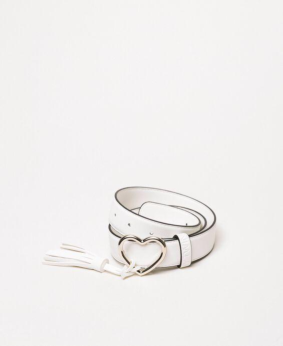 Cintura regular con fibbia a cuore e nappa