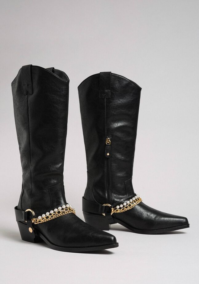 Texas boots with straps, chain and pearls