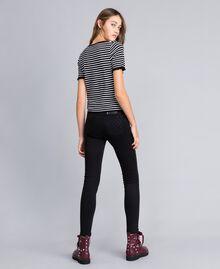 Jersey con rayas bicolores y volantes Raya Negro / Blanco Nácar Mujer JA83BN-03