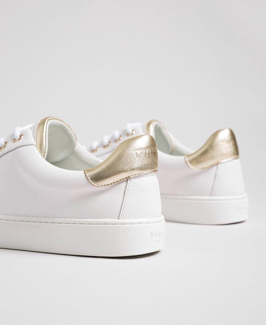 Sneakers aus Leder mit Kontrastdetail Schwarz Frau 192TCP06E-03