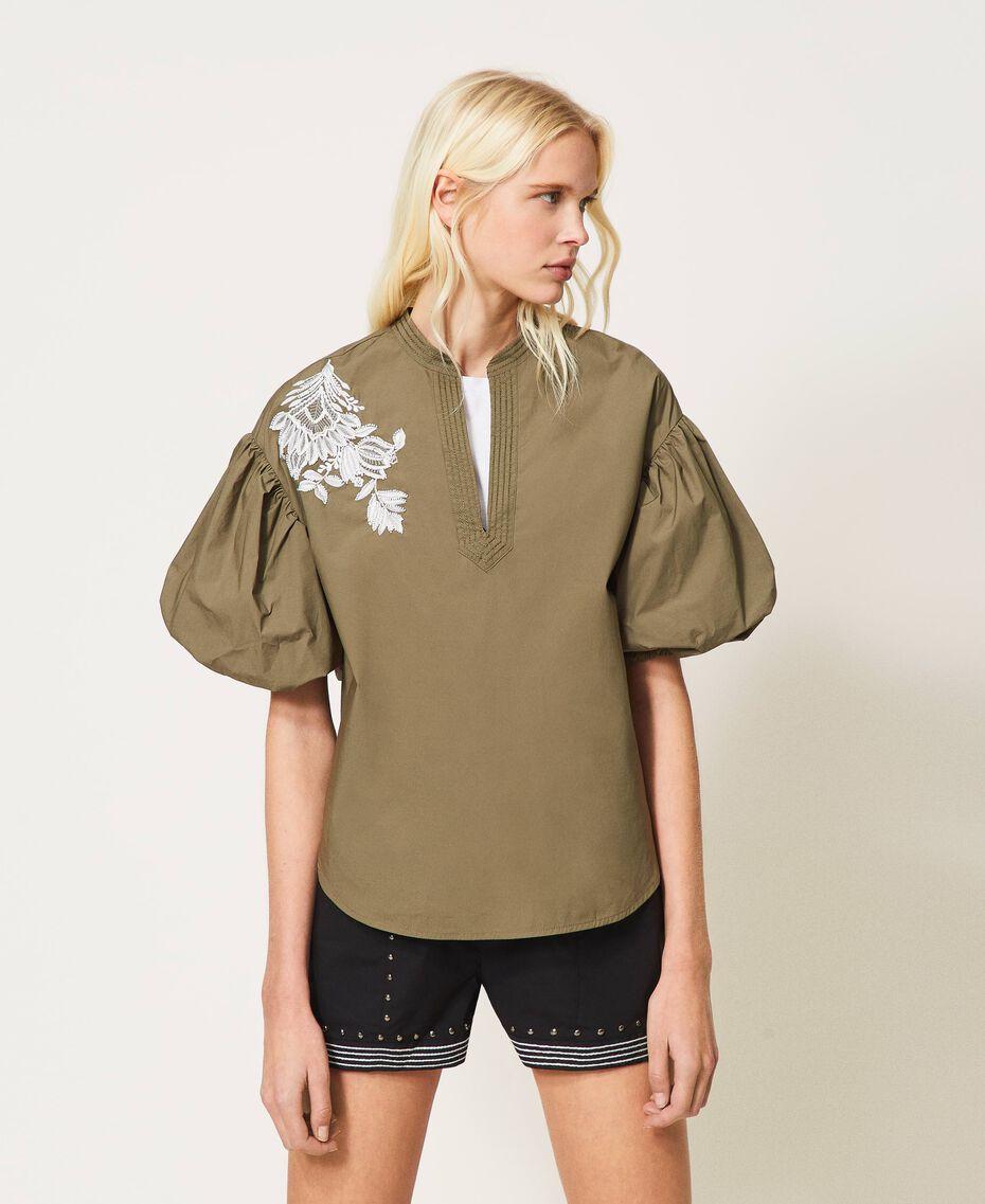 Bluse aus Popeline mit Stickerei Alpengrün Frau 211TT2472-02