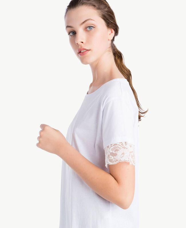T-Shirt mit Ärmeln aus Spitze Weiß Frau NS82AN-04