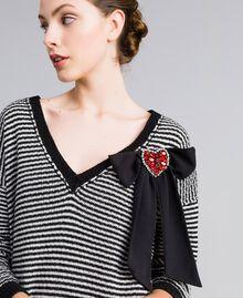 Kleid mit zweifarbigen Streifen und Spitze Zweifarbig kariert Schwarz / Schneeweiß Frau PA8342-04