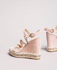 """Wildleder-Sandalen mit Keilabsatz und Nieten """"Surreal Pink"""" Frau 191MCP132-04"""