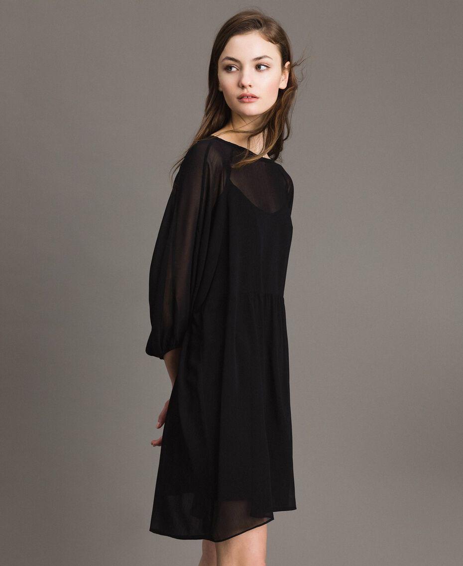 Crepon- und Georgette-Kleid Schwarz Frau 191ST2207-03