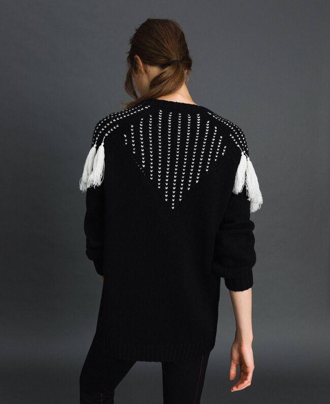 Maxi pull avec empiècement jacquard et franges Noir / Blanc «Vanille» Femme 192MT3240-03