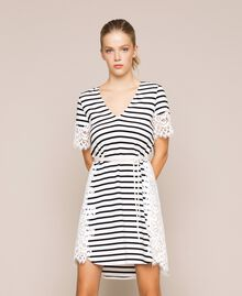 Robe à rayures avec dentelle macramé Rayure Blanc Neige/ Noir Femme 201TP2472-02