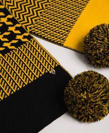 Sciarpa in maglia jacquard con pompon Yellow / Nero Donna 192MO5319-02