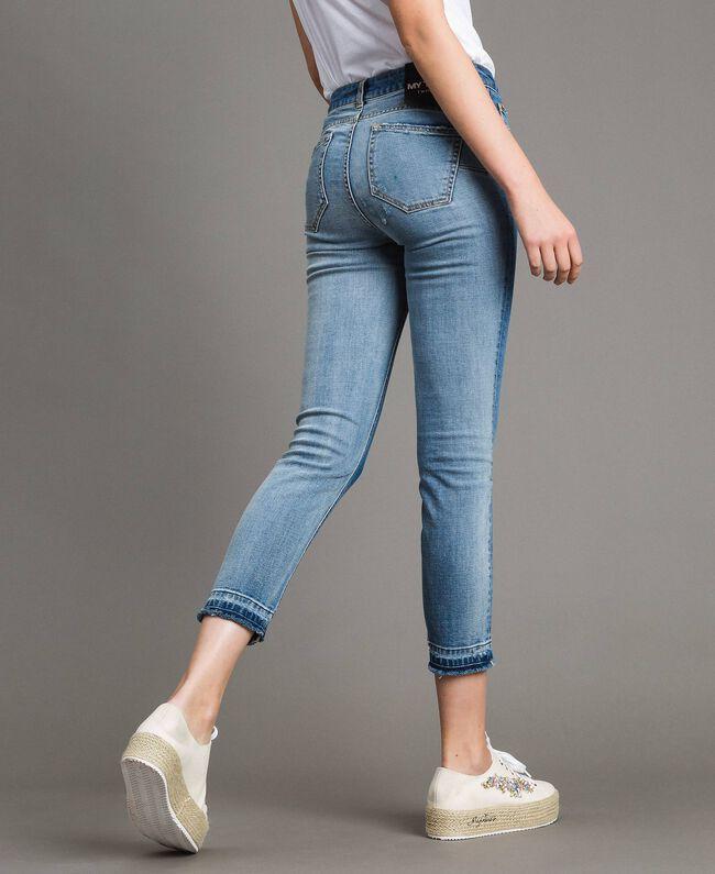 Skinnyjeans mit ausgefranstem Beinabschluss Denimblau Frau 191MP2473-03
