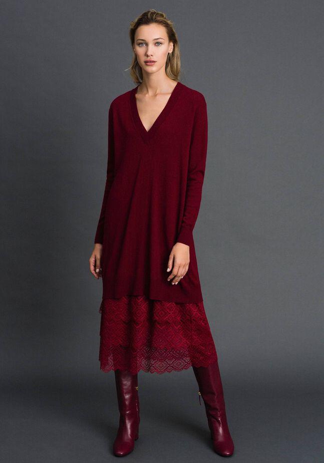 Robe en maille avec fond de robe en crêpe et dentelle