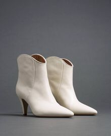 Leather ankle boots White Snow Woman 192TCT01A-01