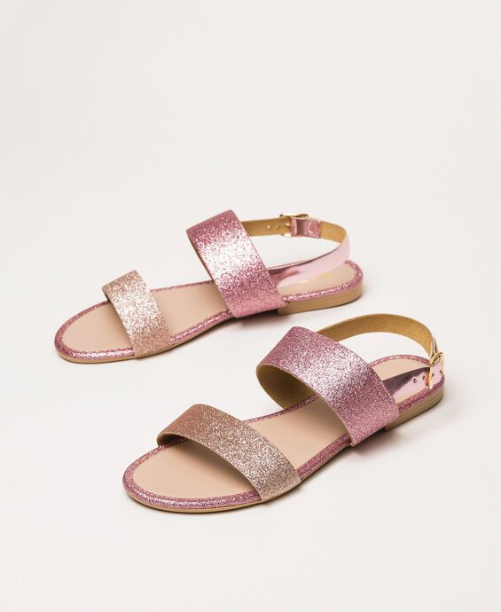 Flache Sandale mit Glitzer