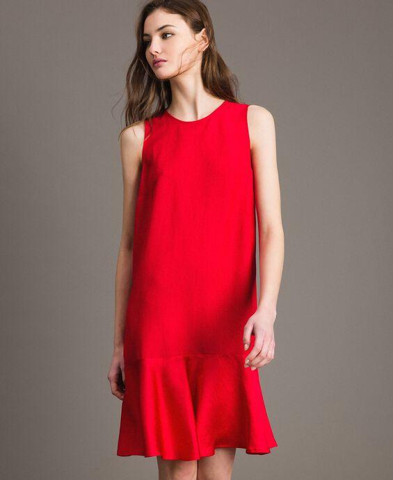 Leinen-Kleid aus Enver-Satin mit Volant