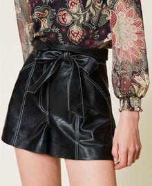 High-Waist-Shorts mit Gürtel Schwarz Frau 212TP2510-05
