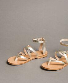 Sandales en cuir laminé avec lanières Platine Femme 191TCT09W-01