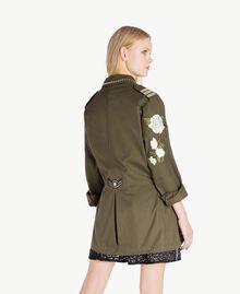 Jacke mit Stickereien Steingrün Frau YS826B-03