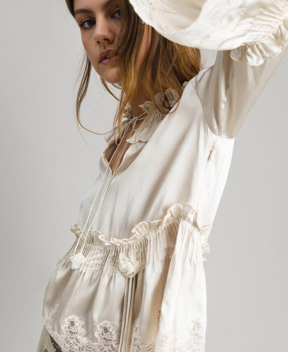 Seiden-Satin-Bluse mit Spitzenbesatz Weiß Schnee Frau 191TT2014-05