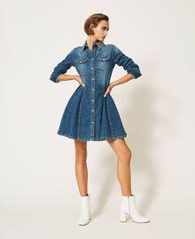 "Hemdblusenkleid aus Jeans mit Nieten Mittleres ""Denimblau"" Frau 202MP2473-0T"