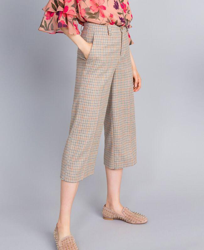 Cropped-Hose aus Flanell mit Karomuster Mehrfarbiges Karomuster Frau TA8212-01