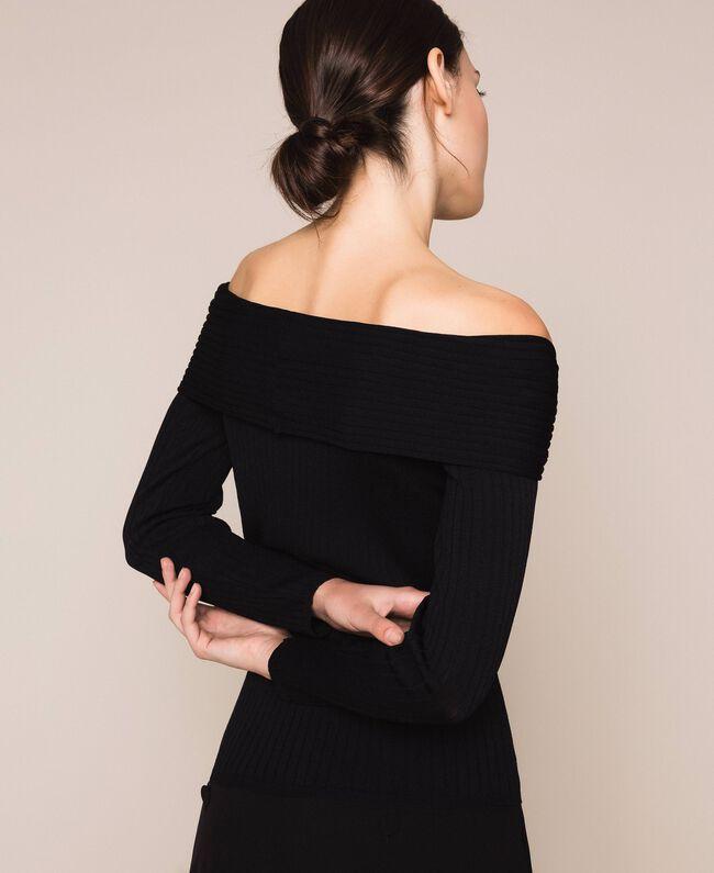 Трикотажная кофта в рубчик с глубоким декольте Черный женщина 201ST3121-03