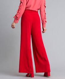 Weite Hose aus Cady Rot Mohn Frau PA825D-03