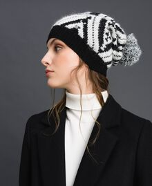 "Cashmere and wool pompom beanie Black / ""Papyrus"" White Jacquard Woman 192TA4419-0S"