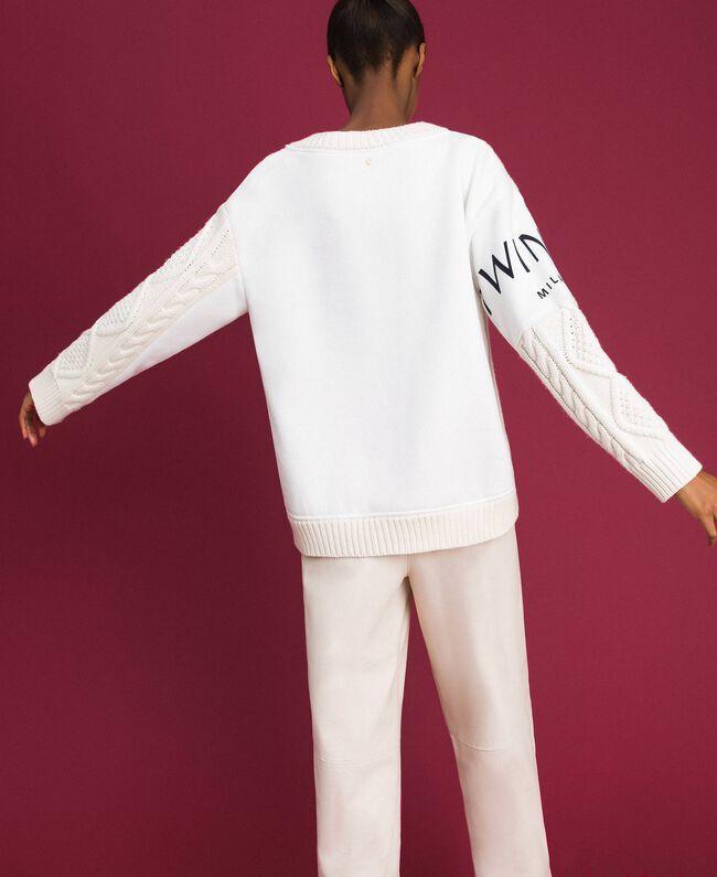 Pull torsadé avec insertions et logo Blanc Neige Femme 192TT3060-03