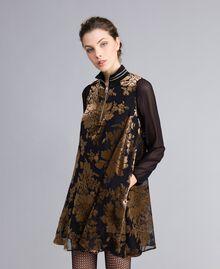 Kurzes Kleid aus Dévoré-Samt Dévoré Kamelbraun Frau PA82M5-01