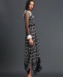 Vestido largo con estampado floral chevrón Estampado Chevrón Negro / Blanco Nieve Mujer 192TP2526-03