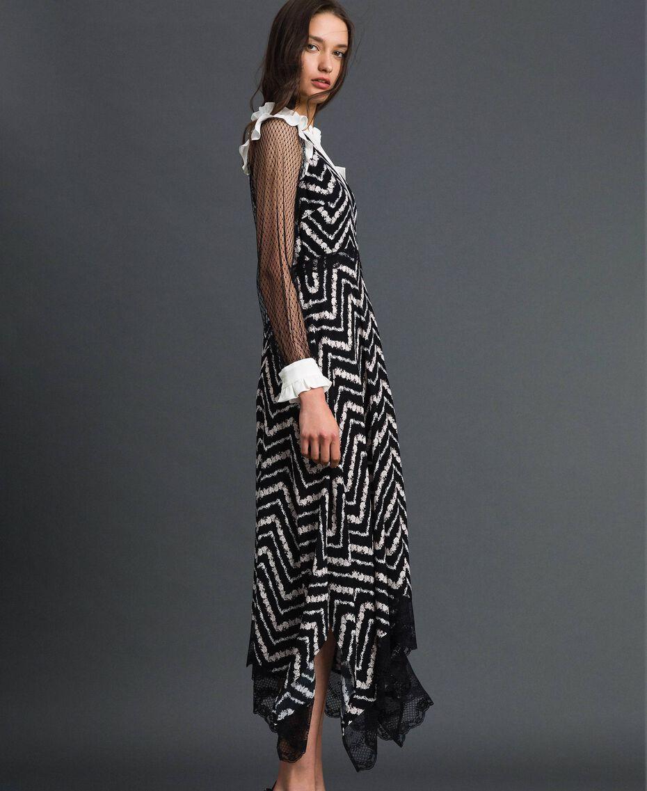 Robe longue avec imprimé floral à chevrons Imprimé Chevrons Noir / Blanc Neige Femme 192TP2526-03