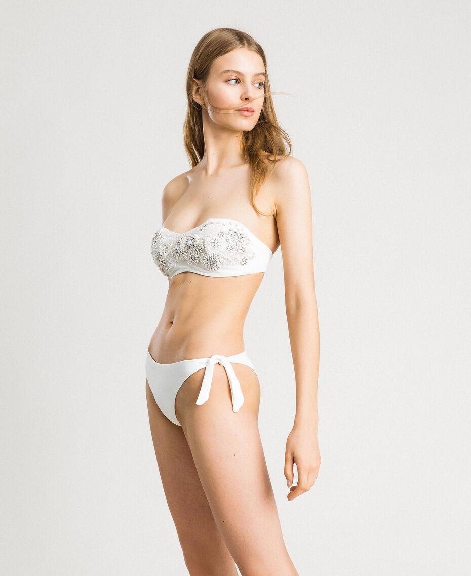 Wattiertes Bandeau-Bikinitop mit Stickereien Elfenbein Frau 191LMMB11-0S