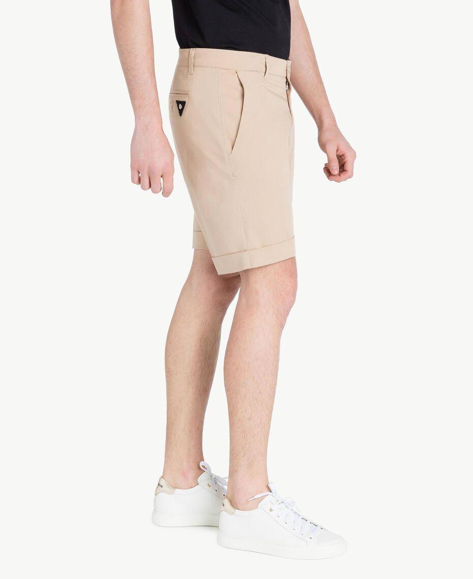 Cotton Bermuda shorts Beige Porcelain Man US824P-02