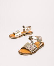Sandalen aus laminiertem Lederimitat mit Herz Gold Gelb Kind 201GCB040-01