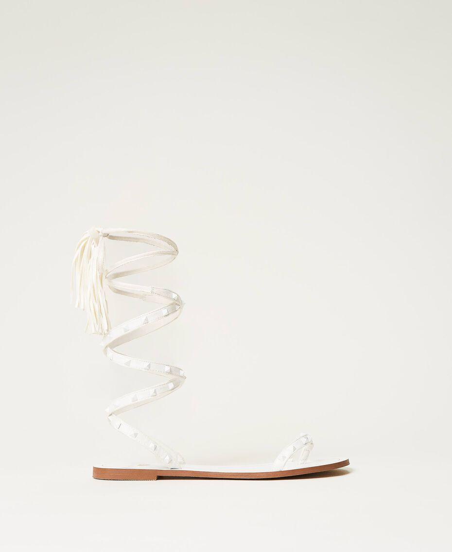 Sandales plates avec clous Ivoire Femme 211LMPZZZ-01