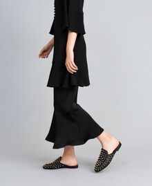 Pantolette aus Leder mit Nieten Schwarz Frau CA8TFG-0T
