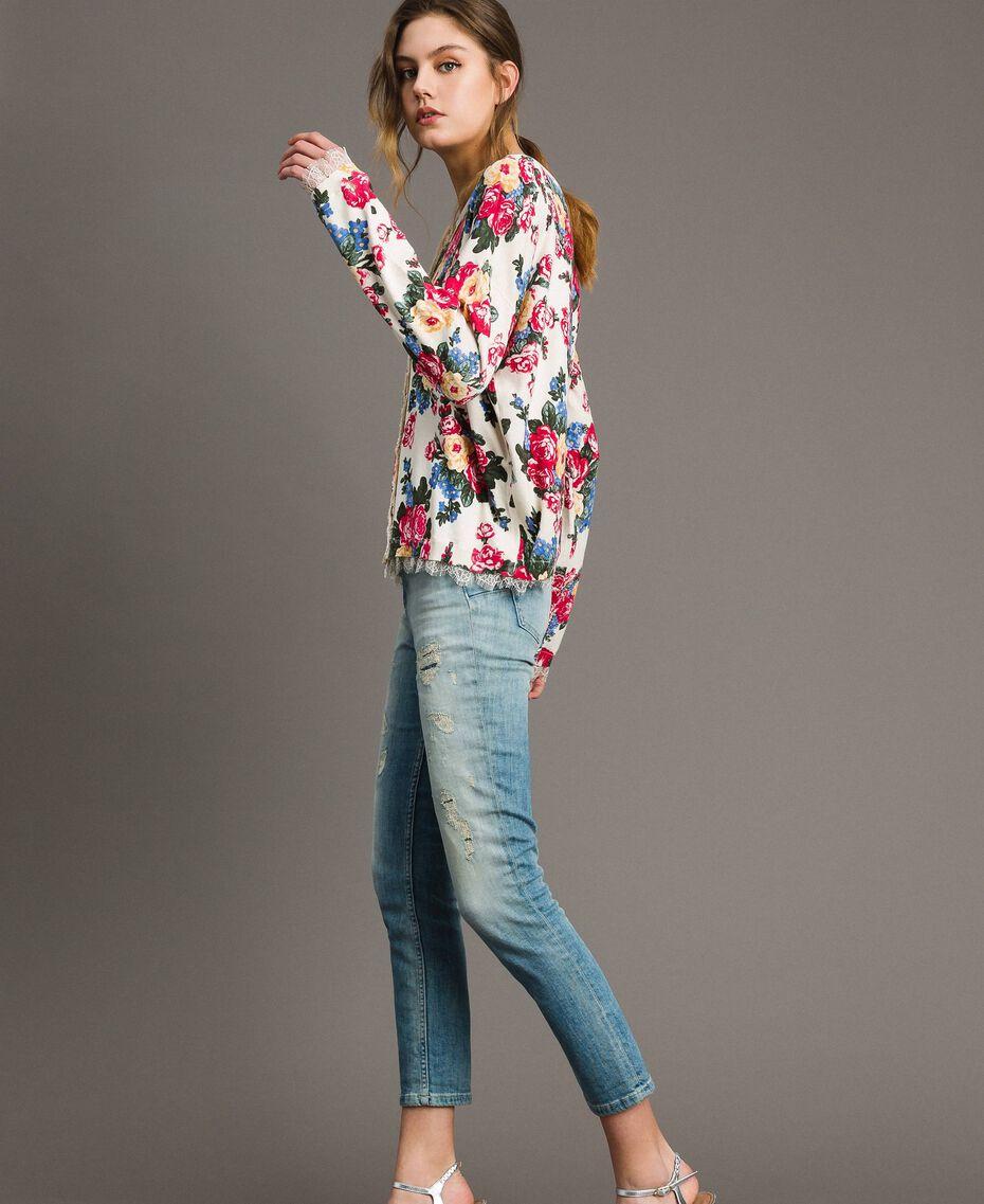 Pullover-Cardigan mit Blumenmuster Motiv Tuch Weiße Blumen Frau 191MP3131-02