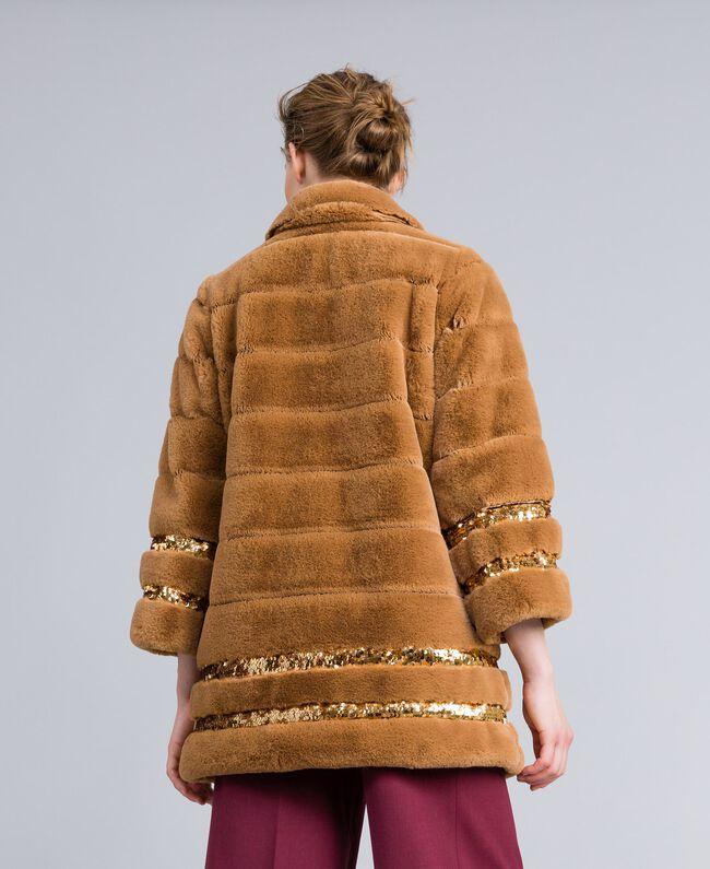 Cappotto in similpelliccia e paillettes Camel Donna PA82KB-03