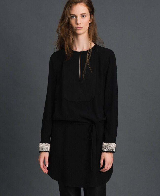Kleid mit aufgestickten Perlen Schwarz Frau 192TT229B-01