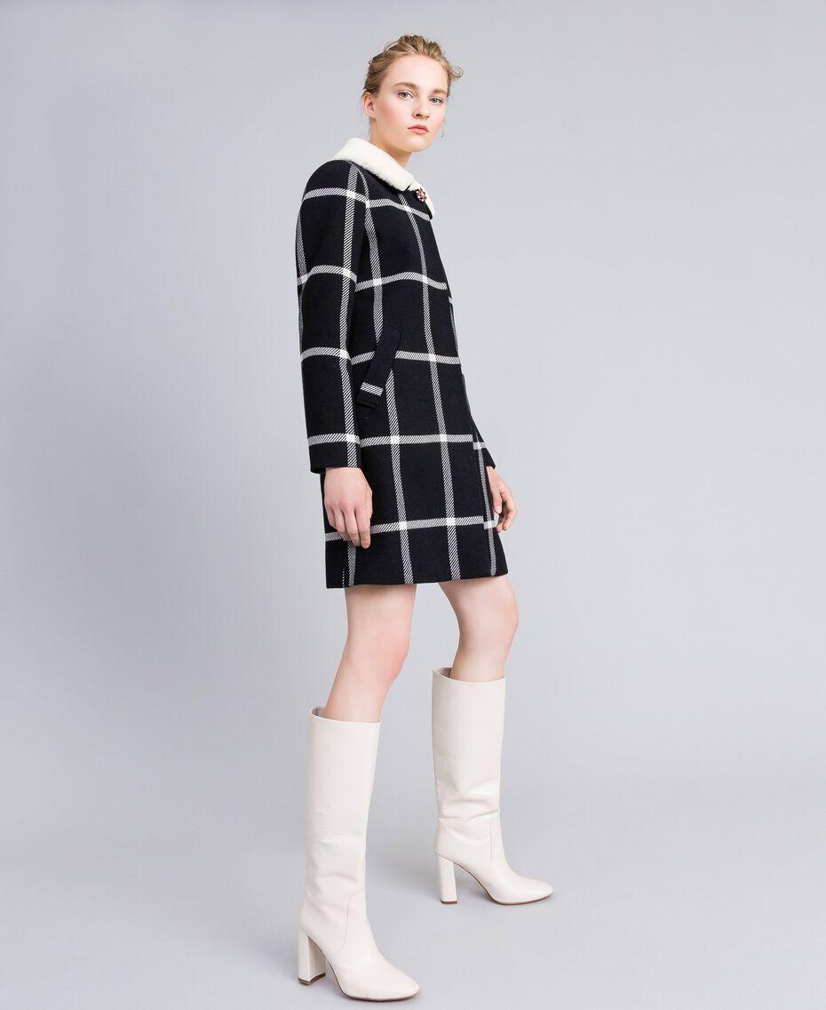 """Cappotto lungo in panno check Bicolor Quadri Nero / Bianco """"Neve"""" Donna PA826Z-02"""