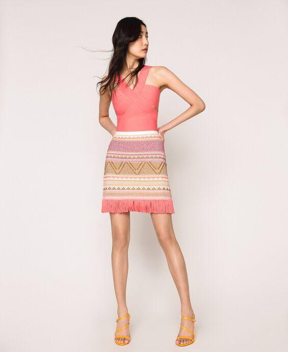Короткая юбка с бахромой