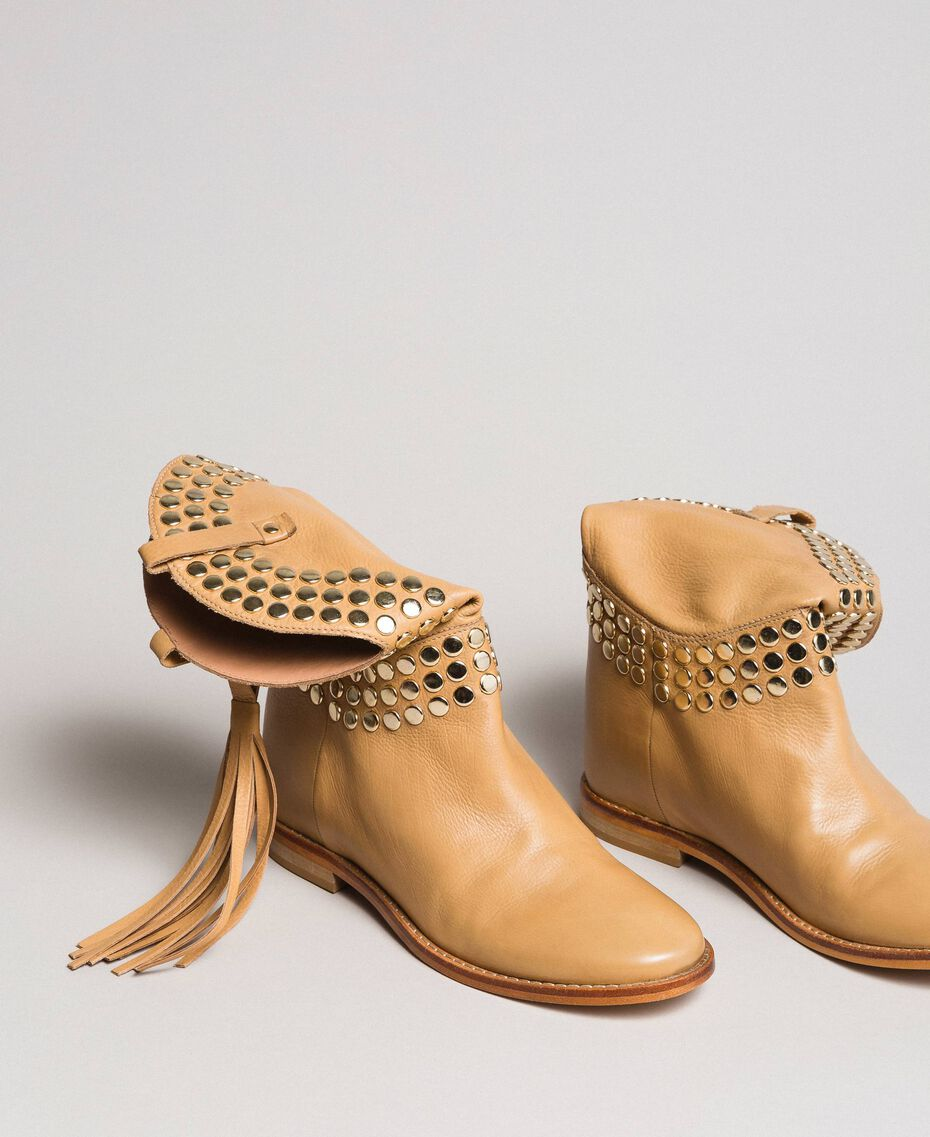 Leder-Stiefeletten mit Nieten Nougat Beige Frau 191TCP044-05