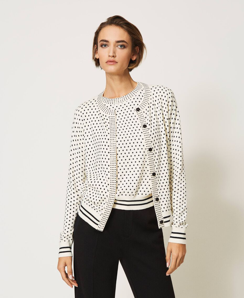 """Mandarin collar and jumper set with star motif print and rhinestones """"Snow"""" White / Black All Over Star Motif Print Woman 202TP3505-01"""