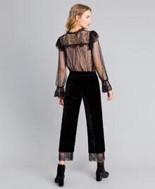 Cropped-Hose aus Samt Schwarz Frau TA826S-03