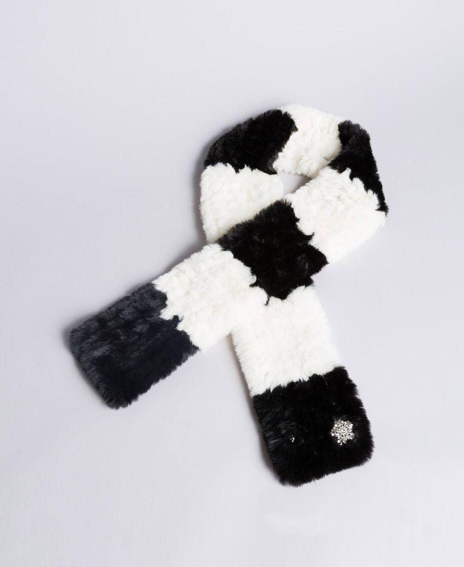 Écharpe en fausse fourrure rayée Bicolore Blanc Nacre / Noir Femme VA8P3E-02