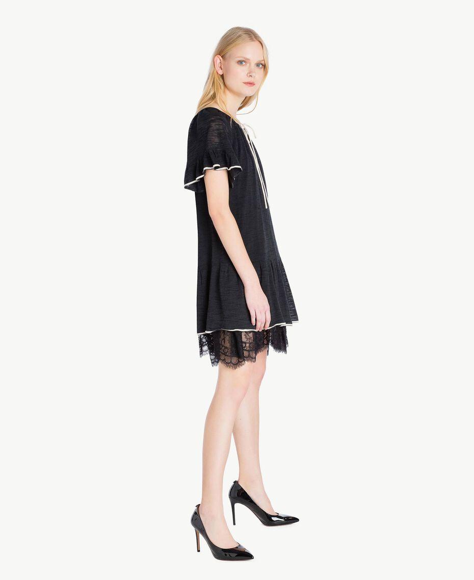 Kleid mit Spitze Zweifarbig Schwarz / Pergamentweiß Frau YS83BC-02
