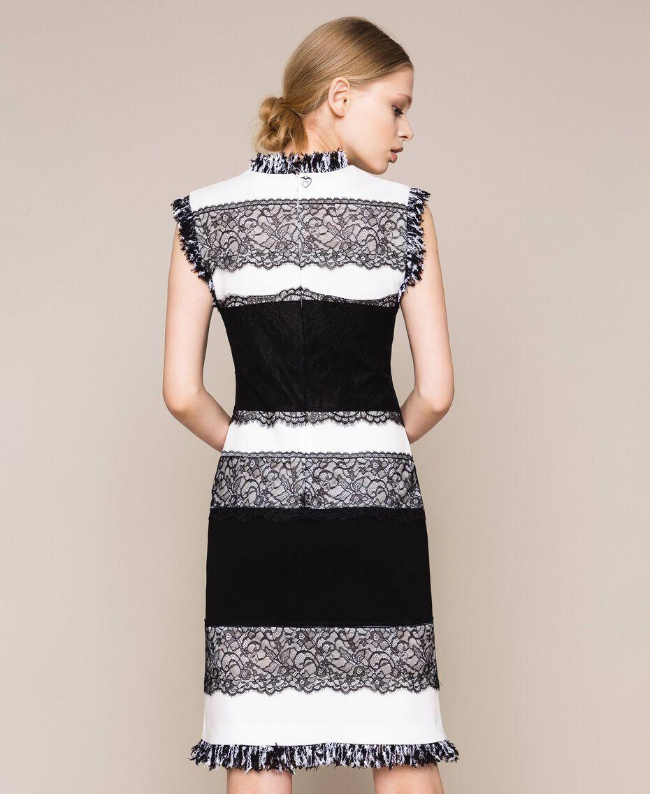 Двухцветное платье-футляр с кружевом. Белый / Черный женщина 201TQ2070-03